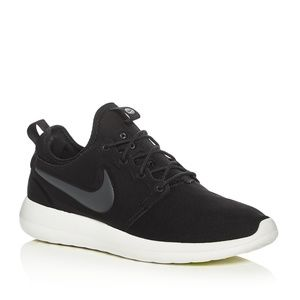 NIKE ROSHE TWO SNEAKERS ~ 9.5 ~ POPULAR STYLE!!!